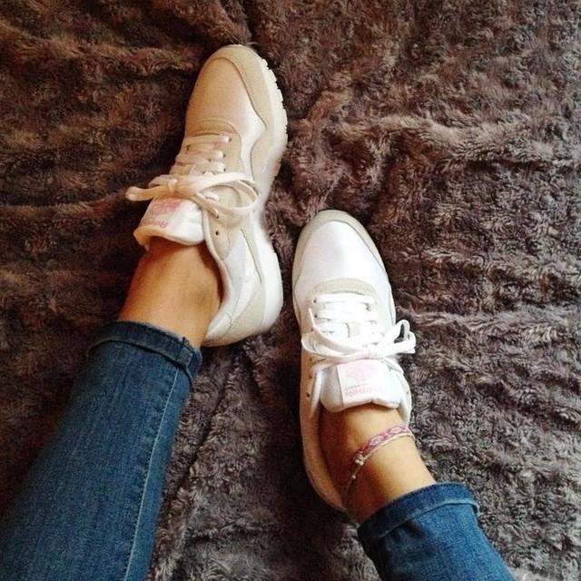 👟New Kicks In👟 J'ai pris de l'avance pour le printemps et utiliser promo du black friday pour renouveller ma paire de #reebok classics Nylon! Elles sont parfaites 😍 Vivement les beaux jours 💕 New pair of sneakers for futur beautiful days ☀️🎀 @reebokfr @reebokclassics  #kicksoftheday #girlsinkicks #sneakers #sneakersaddict #shoes #fashion #instakicks #instashoes #shopping #shop #blackfriday #lifestyle #instashare #instagood #instalike #ootd #instafashion #levis #iloveshoes #france #instaoutfit #instacute #mode #gifttomyself #igers #new #jeans #denim #nude