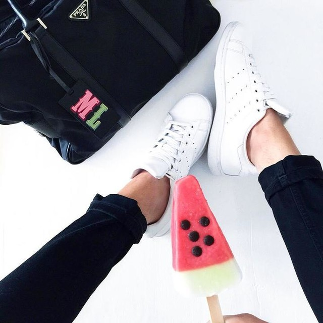 #fwis 🍉#fromwhereistand #sneakers #stansmith #adidasstansmith #whitekicks #sneaker #prada #pradabag #watermelon #watermelonicecream #minimal #monochrome #minimalism #sneaker #adidasoriginals #3stripesstyle #friday #fblogger #blogger #style #outfit #adidassneakers #mensfashion #whatiwore #boutiquebelgique #cologne#pradamen#kotd#monogram