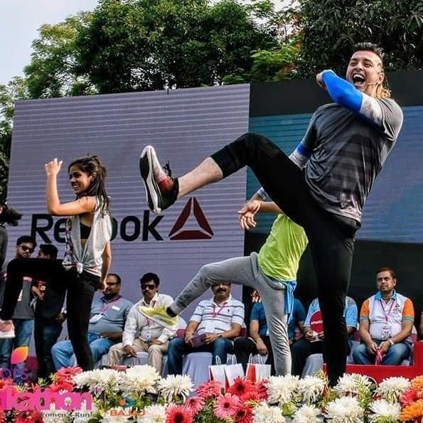 The madness Kolkatta Pinkathon @pinkathonindia with my crazy team @dnadanceworksbodyworks @ahanac42 @dorothyamit @shatarupa.datta  Put your best foot forward with @reebokindia #flexweave #reebokflexweave  #delhisalsaclub