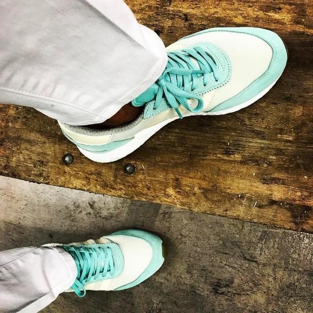 Happy Easter y'all! 🐣 Finishing off a rather random week with unDS @adidasoriginals Women's Iniki Runner in my favorite colorway thus far ❄️💦 #adidas #adidasoriginals #adidasiniki #adidasinikiboost #adidasinikirunner #iniki #inikirunner #uniqlo #adidasgallery #battlekicks #d2f #artonmyfeet