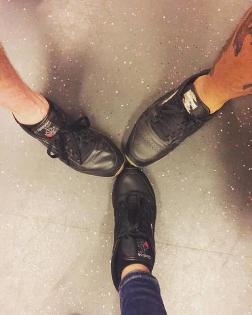 All black reebok classics crew 👞 #black #reebok #classics #sneakers #kicks