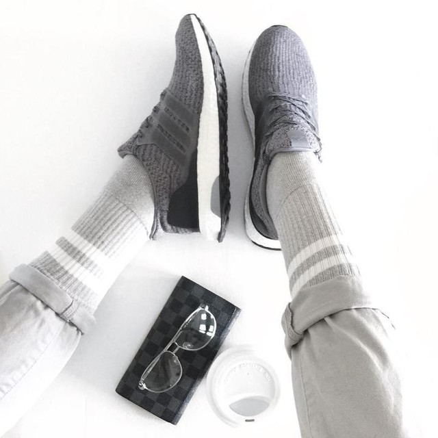 Shades of #grey #3stripesstyle #sneaker #sneakers #adidas #adidasultraboost #ultraboost #boostvibes #minimal #monochrome #minimalism #sneakerhead #fwis #fromwhereistand #menstyle #menswear #fblogger #blogger #zaraman #topman #whatiwore #adidasoriginals #simplefits #minimalmovement