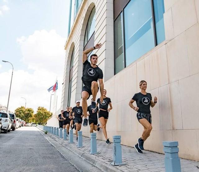 """Ψάχνεις αυτό το """"κάτι"""" που θα κάνει τη Τετάρτη σου ξεχωριστή και θα τη γεμίσει με ενέργεια ❔ Σου έχουμε τη λύση: ⬇️ Urban Run με τους #adidasRunnersAthens (19:00) 🏡 adidas #Runbase  _______________________________________ #adidasRunnersAthens #adidasRunning #UltraBOOST #run #Athens"""