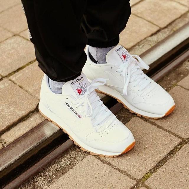 White Classic Ride #reebok #reebokclassic #thisisclassic #classicleather #sneakerhead #sneakers #sneakerheads #kicksoftheday #sneakerholics #white #instadaily #rail #sun #mood #look #federicoschwartz