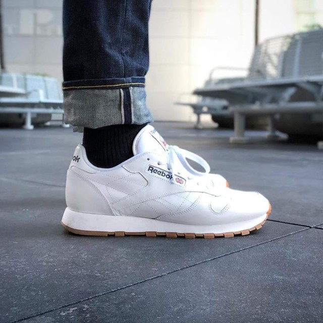 This being #NYC I thought I would capture the first and last time these sneakers will ever be this white.  #ReebokClassic  #DoubleRL #SelvedgeDenim  #CrossFit  #ReebokCrossfit  #WhiteSneakers  #NavyAndWhite 👟 👖 🕶