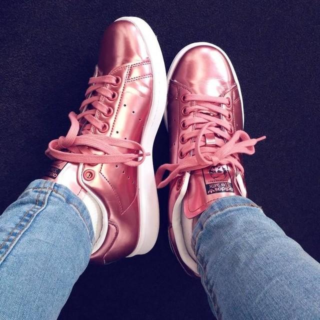 Shoe love is true love 👟❤ #sneakers #shoelover #sneakerhead #metallic #bronze #sneakerfreak #new #adidas #stansmith #adidasoriginal #spring #fashion #streetstyle #style #look #kicks #kicksoftheday #instafashion #instastyle #instadaily