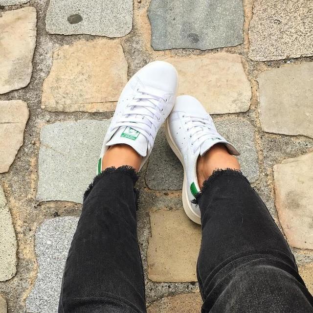 À l'aise comme dans des chaussons ! Nouvelle paire de baskets Stan Smith avec inscription dorée sur les côtés ✨ #basket #adidas #stansmith #streetstyle #streetwear #shopping #shoppingaddict #soldes