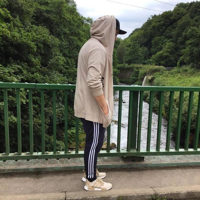 Pretentious 👌🏻 . . . #3stripesstyle #3stripestyle #adidasnmd #adidas #adidasshoes #distressed #river #chilling #picoftheday #summer #summer17 #me #mensfashion #sneakers #trainers #cleats #sneakerhead #sneakers #nmd #adidasnmd #nmdr1 #chillin #i #am #pretentious