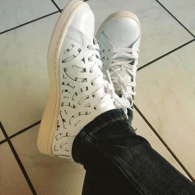 Elles sont trop #belle , du coup elles ont droit à un petit #zoom • #stansmith #stansmithcutout #adidas #adidasoriginals #sneakers #basket #stansmithaddict #new