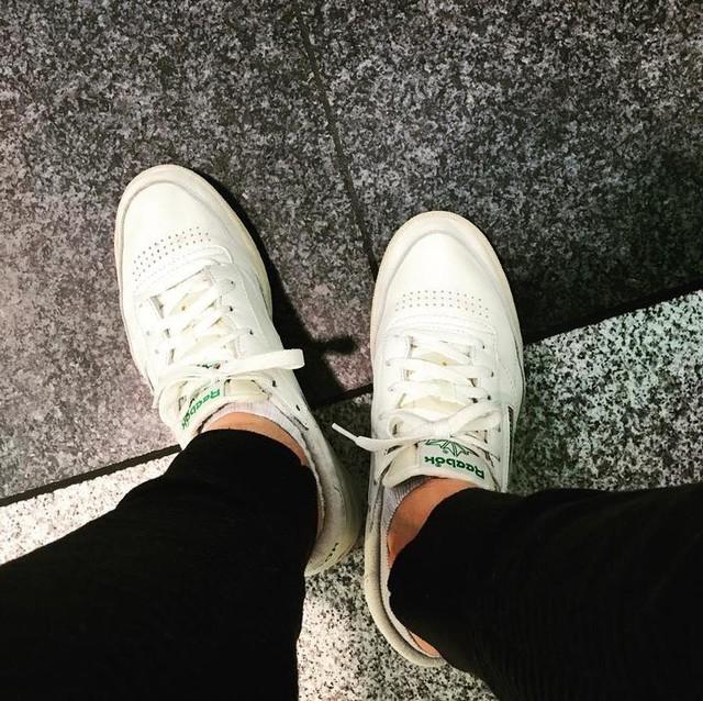 #tb to waiting on my flight back home in my Reebok Club C 85 👟#reebok #reebokclassic #reebokclubc #reebokclubc85 #chicksinsneaks #sneakergirls #snkrgrls #sneakerenthusiast #womft #wiwt #ooft #weekendgetaway #weekend