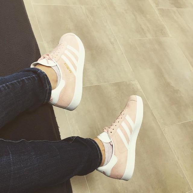 #inlove#adidasgazelle#adidas#picoftheday#pink#girlygirl 💁🏼
