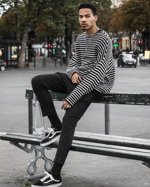 L'oeil au bout des doigts ? - Marcel Crew Sweater
