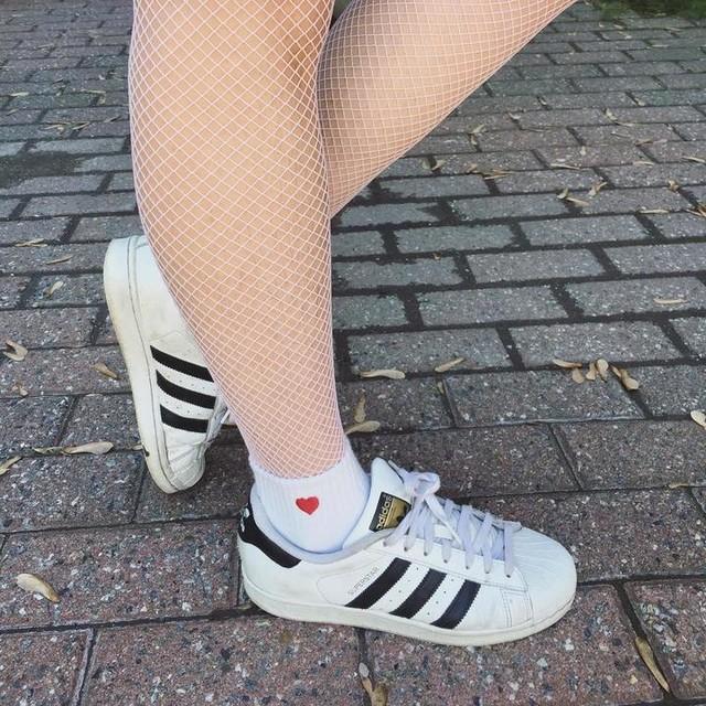 ❤️🔎🌸 #fishnets #fishnetstockings #pink #heart #socks #anklesocks #adidas #superstar #adidassuperstar #legs