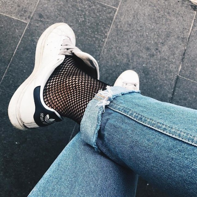 ✖️✖️✖️ |  #fishnets #ootd #outfit #look #denim #distressed #adidas #stansmith #classic #wiw #whatiwear #shoestagram