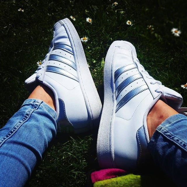 Beautiful day chilling in the sun. Love these trainers . #Sunshine #Didsbury #Chilling #Adidas #adidassuperstar #sneakers #fashion