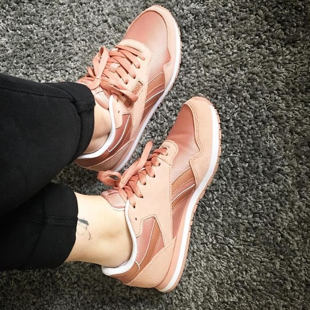 Sneackers Addict 👟😍 #reebok #classics #rose #rosegold #love #gift #mom #addict #sneackers #mode #fashion #pligfr #igers #enjoy #planteig04 #april 05.04.2017 ✨