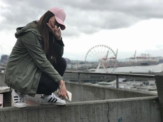 One of them boys . . Credits to bes @jes.bash for taking the photo #waterfront #Waterfrontviews #Seattle #downtownSeattle #206 #3stripesstyle #threestripestyleadidas #adidassuperstar #adidasoriginal #adidas #superstar #blackandwhite #squatgang #feelinggangster #noob