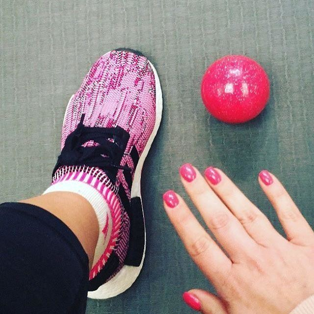 Strong coordination game tonight.....that's a bit of me . #coordinationgameonpoint #prettyinpink #pinknails #pinktrainers #nmd #adidas @adidas_nmd #activations #preworkoutstretch #gymgirl #gymlife #active #activewear #lifestylechoice #fitfam #fitspo #cleaneatingjen #fitfoodiejen #livefitlovefood #lifestyleblogger #foodblogger #healthandfitness #teambreakthrough #onpoint