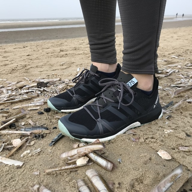 Weekend vibes at the beach with these comfi #terrex agravic gtx #happydays #adidas