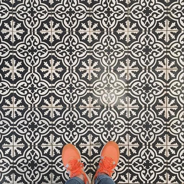 INIKI🍊 . . . #adidas#adidasoriginals#kickstagram#kicks#coffeeshopsoftheworld#minimal#minimalist#minimalism#midtown#nyc#newyork#vsco#vscocam#vscogood#aov#artofvisual#thehappynow#love#photoshoot#street#streetart#grafitti#ニューヨーク#カメラ女子#一眼レフ初心者#moody#ファインダー越しの私の世界