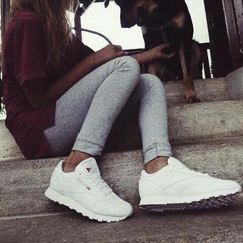 #vscocam #vsco #oldphoto #reebok #reebokclassic #dog 😈🙅🏻