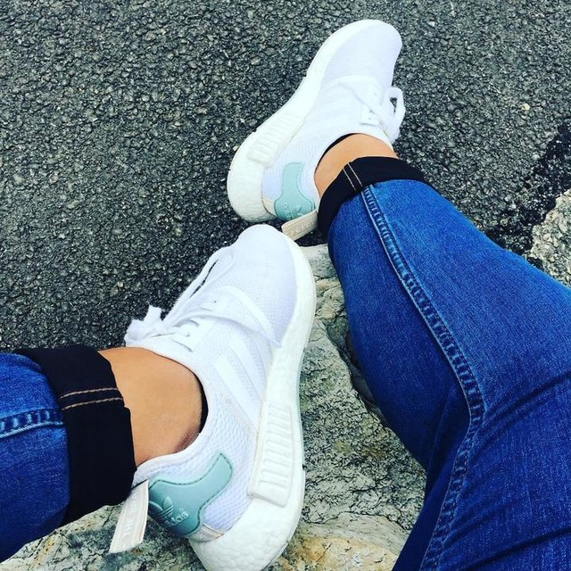👟👌🏼 #adidas #nmd #sneakers #baskets #running #mood #picoftheday #3bandes #chaussures #streetwear #blanche #whiteshoes #pictureoftheday #love #adidasladies #courir #buying #moodoftheday