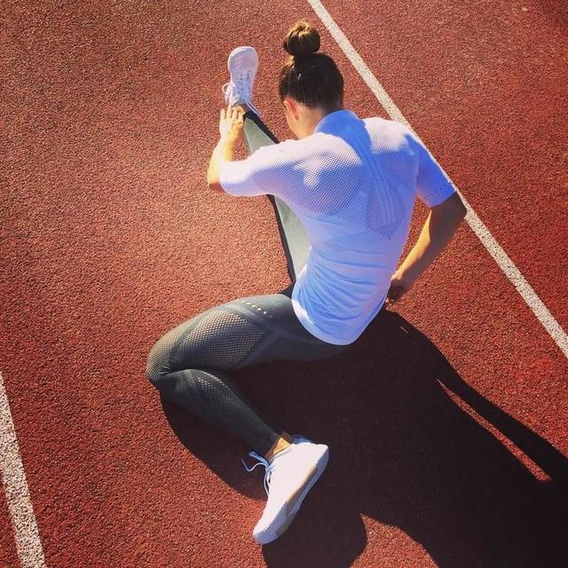 Looking good feeling good 😊 😎 Tried my new warp knit 😍 @adidas_de @adidaswomen  #heretocreate #adidas #new #warpknit #goodlook #feelgood #stretching #hurdles #trackgirl #fitness #trackandfield