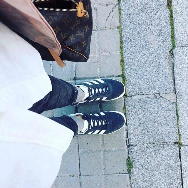 Como una niña con zapatos nuevos ☺️ #adidas #adidasgazelle #meencantaelgris #instafashion #newshoes👟
