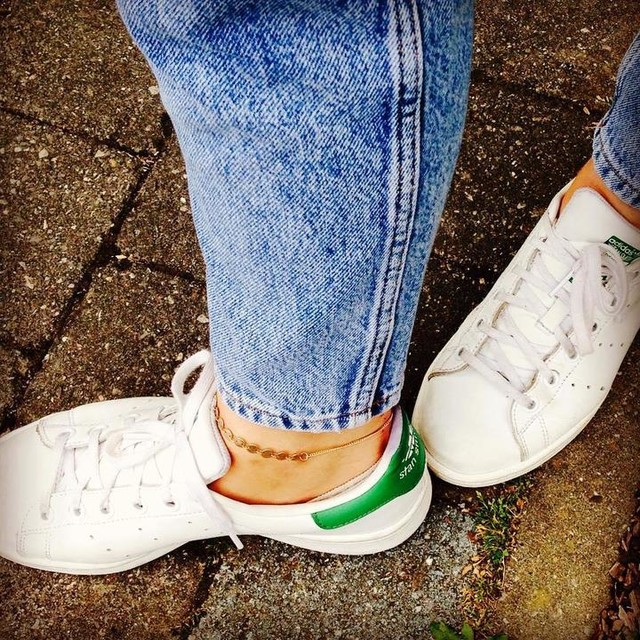 Mes préférées et ma chaîne de cheville 🖤 #shoesoftheday #picoftheday #stansmith #denim #ootd #casual #casualstyle #tuesdaylook #atwork