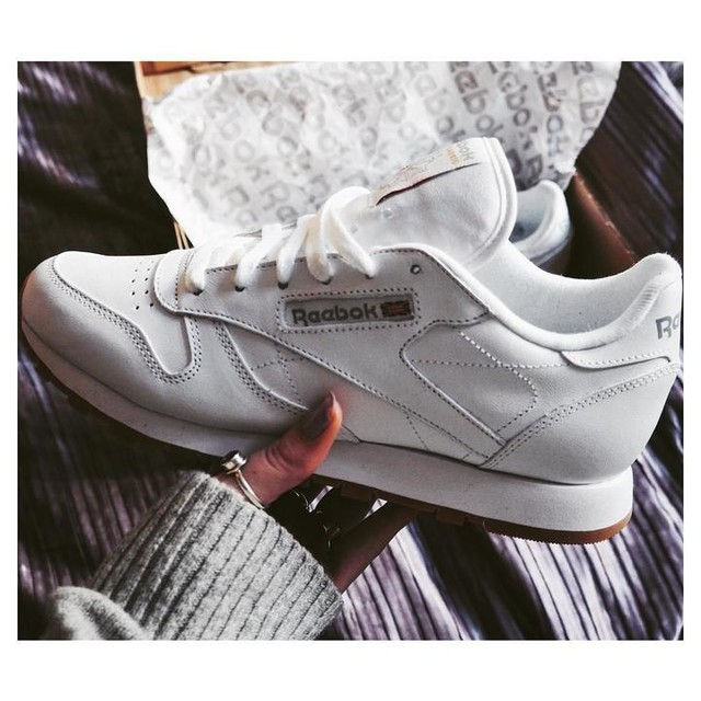 New addition 👟 | love the gum sole | #fblogger #fashionblogger #reebok #trainers #white #gumsole