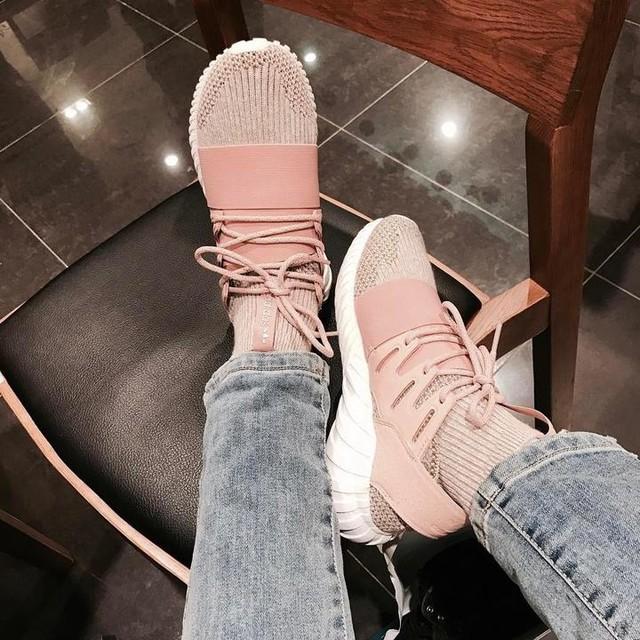 ▽ Comfy shoefie . . . ☻ • • • #adidas#TubularDoomPrimeknit#pink#knitwear#comfy#style#shoes#adorable#seoul#korea#shinsegae#dutyfree#travel#backtodecember#winter#fave#chic#resting#feet👣#shoefie
