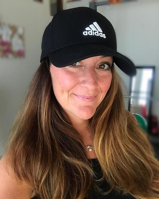 Post Workout, Post Showered Selfie. Thank you @livingproofinc and @adidas ! Off to my sons play off game. #BaseballMom ⚾️ . . . .#fitmom #postworkout #nofilter #momofthree #fitfam #selfie #smile #happy #confidentmom #hustle #grind #workoutwithme #chicmom #fitmomsofig #fitness #mompreneur #mombodlove #mombod #hair #blessed #mindset #loveyourselfie #loveyourself #spreadlove #mood #summer #chicksinhats #postpartumbody . . . . . . . .