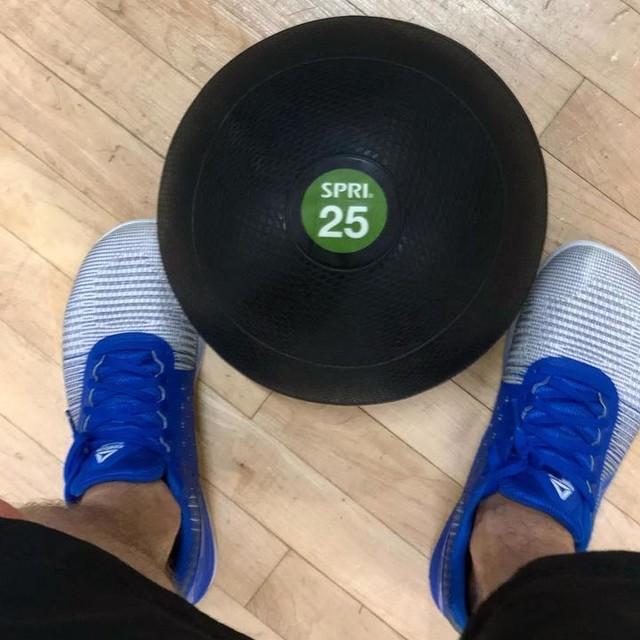 Slam ball time 💪🏻 who else loves slam ball? . . . #crossfit #health #fitness #fit #fitnessmodel #fitnessaddict #fitspo #workout #bodybuilding #cardio #gym #train #training #health #healthy #instahealth #active #strong #motivation #instagood #determination #lifestyle  #getfit #eatclean #exercise #slamball #reebok #bemorehuman