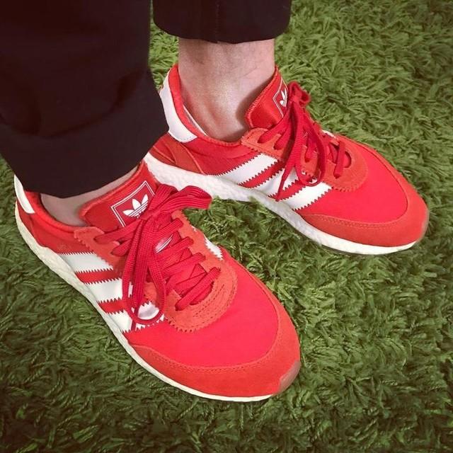 Easy sunday kicks #adidas #iniki #inikiboost #redkicks #redrunners #adidasboost