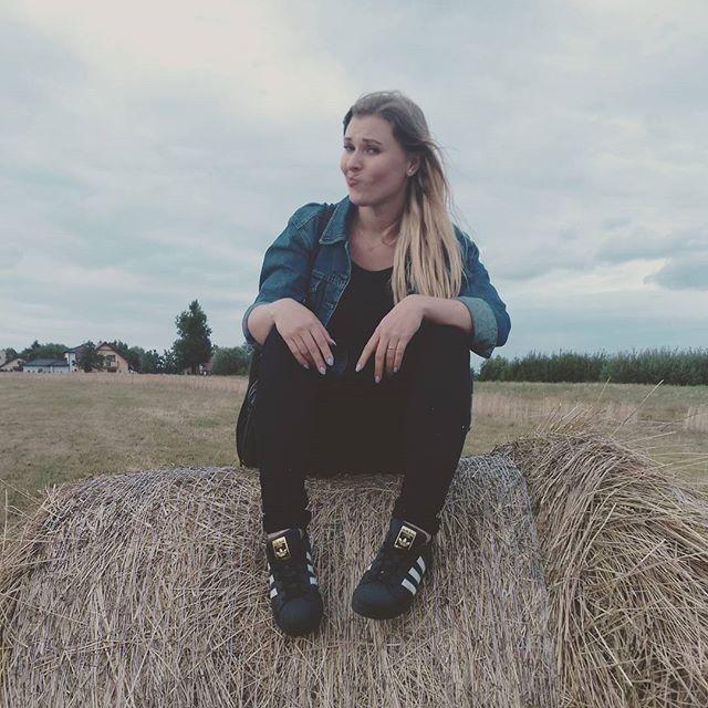 Hometown🐖 #village #smalltown #villagegirl#swojskie #klimaty #girl #polishgirl #blonde #superstar #Adidas#goodmorning #jeans#ootd#fashion #fashionista #style #happy#smile #sillyface #art #selfie#fajnie#wpolu #mega#polish#poland#instadaily #tags4likes #picoftheday#followme