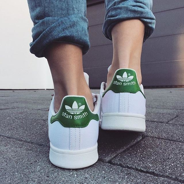 💚 • • • • #adidas #stansmith #blogger #goodmorning #bloggerstyle #fashion #instadaily #fashionable #sneakers #musthave #daily #blonde #photography