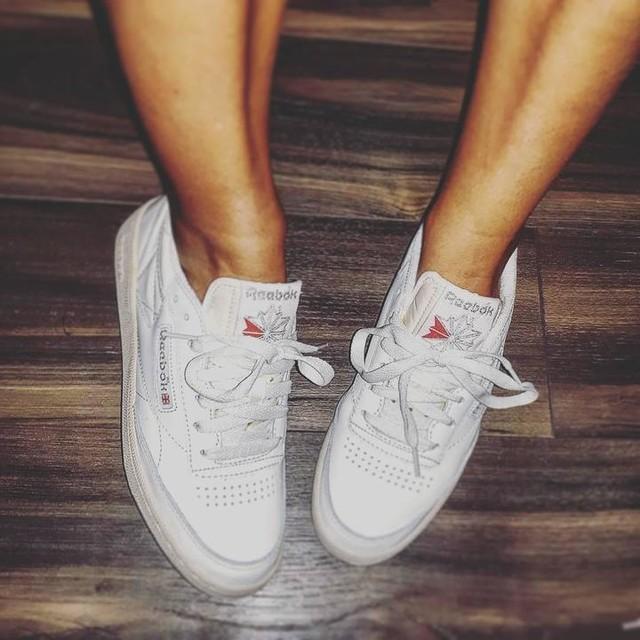 🎶 Nique ta mère t'auras des Nike Air. Nikoumouk t'auras des Reebok. . . . Montréal, tu es bien dangereuse 🛍 . . . #mtl #fashion #reebokclassic #reebok #jaicraqué #shopping #faiblesse #canada #addict #shoes #🛍 #canada #montréal @littleburgundyshoes #littleburgundy #oldschool #vintage #sneakers
