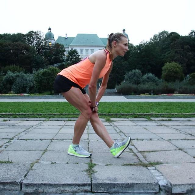 Rozciąganie. Tak czy Nie? 🤔 Dobrego dnia! 😉 #polskabiega #run #workout #motywacja #bieganie #trening #warsaw #agrykola #fit #cwiczenia #reebok #afterrunning #runners